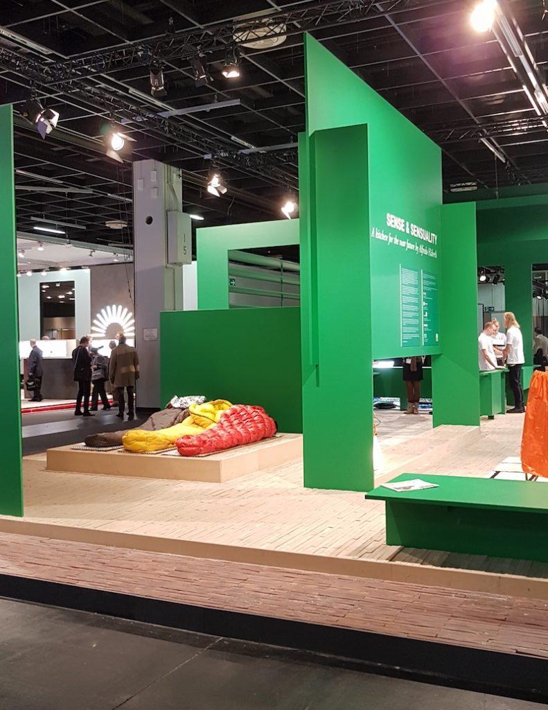 Die LivingKitchen 2019 wagt den Blick in die Zukunft: Die 'Future Kitchen' von Alfredo Häberli bildet das Herz des 160 Quadratmeter großen Wohnraumes und erwacht durch 'Augmented Reality' erst richtig zum Leben.
