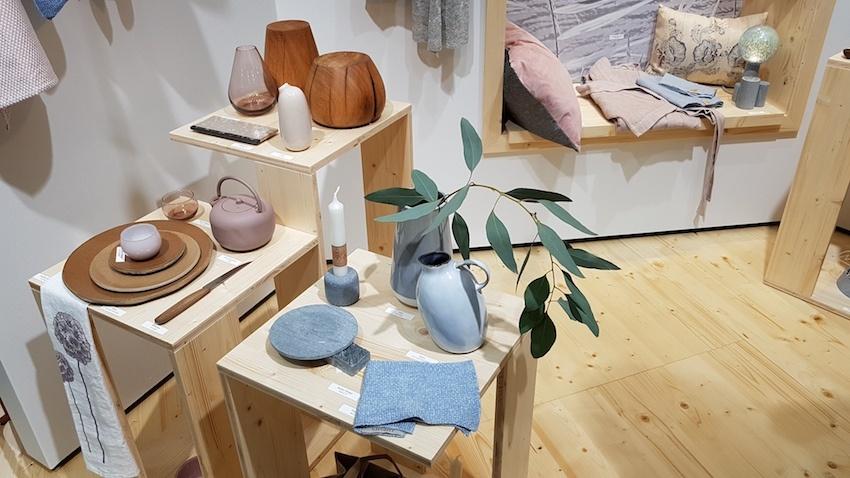 """""""Quiet Surrounding"""" ist der Rückzugsort im hektischen Alltag, mit sorgsam gefertigten Konsumgütern aus natürlichen Materialien."""