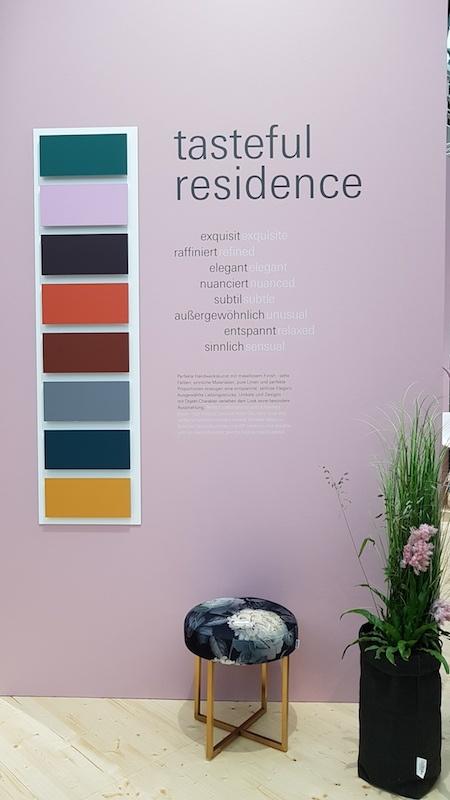 """Die Trends 2019: """"Tasteful Residence"""" wartet mit satten Farben auf."""