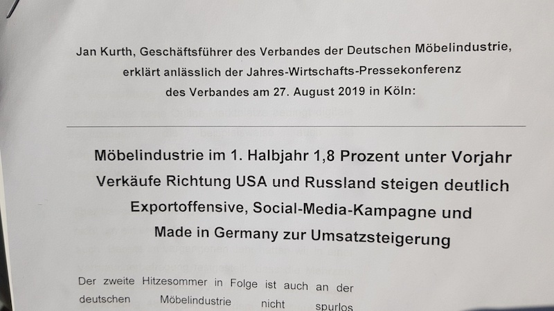 Die Pressemitteilung des VDM macht deutlich: Die Hitze lässt den Umsatz schmelzen. Doch der Verband der Deutschen Möbelindustrie hält mit verschiedenen verkaufsfördernden Maßnahmen dagegen.